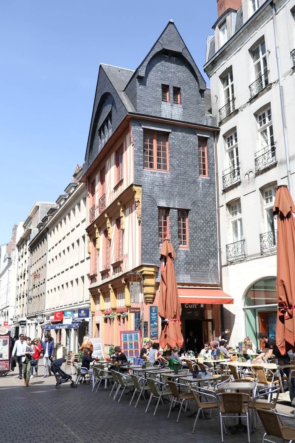 Nantes rue immeuble pan de bois